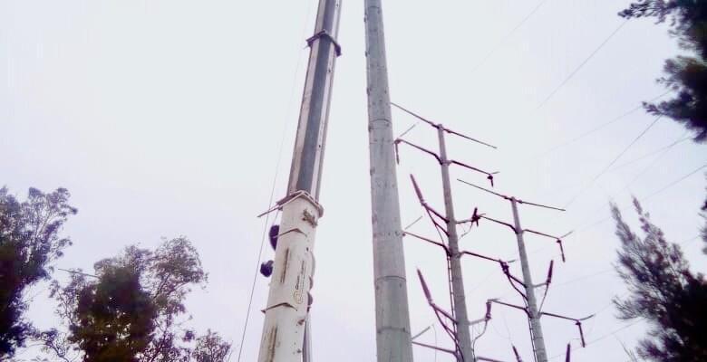desmontaje de postes troncoconicos